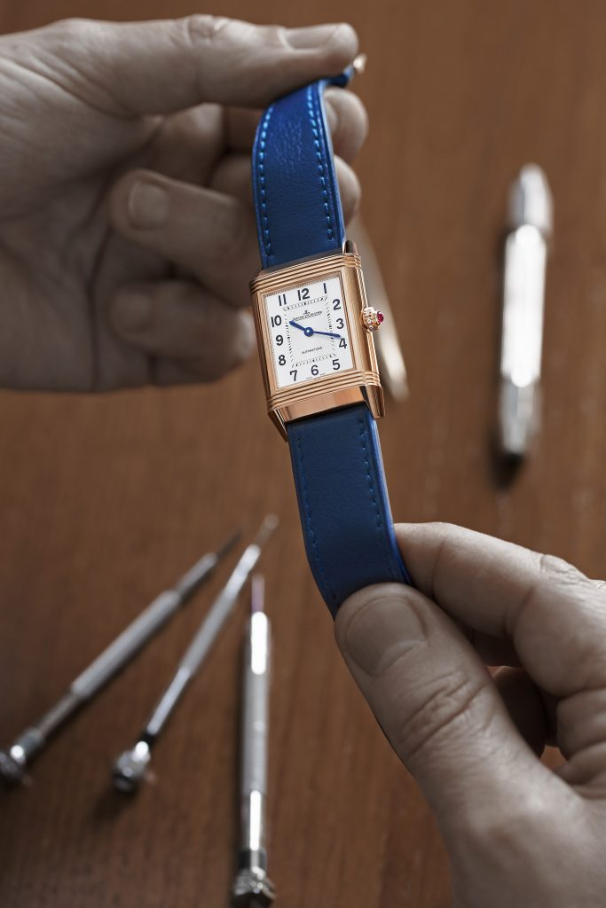 jaeger-lecoultre_polo_ambassador_clare_milford_haven_personalises_her_reverso_watchc_johann_sauty_3 LOW