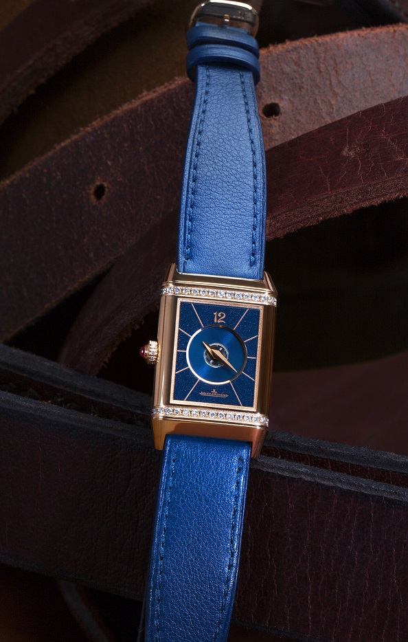 jaeger-lecoultre_polo_ambassador_clare_milford_haven_personalises_her_reverso_watchc_johann_sauty_4 LOW
