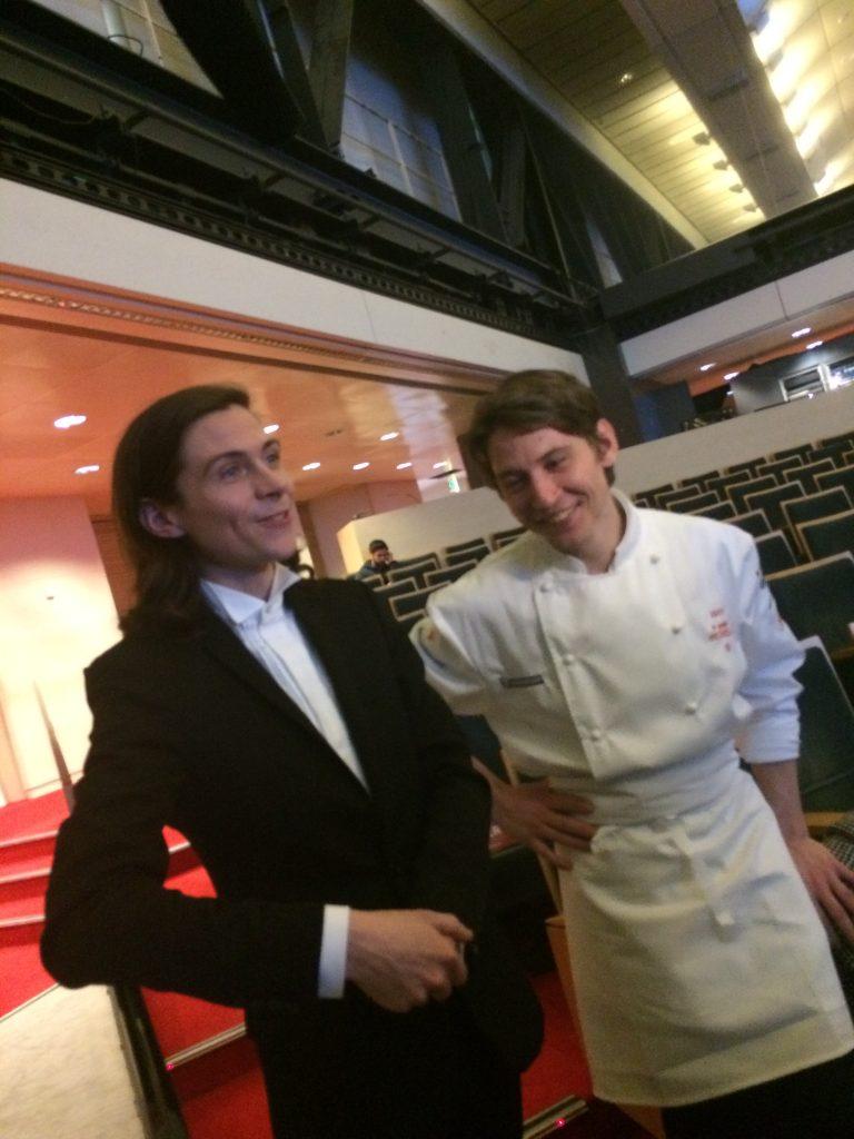 le jeune chef Rodolphe Pottier, une étoile Michelin, heureux .. avec son frère.