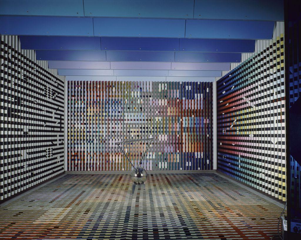 Yaacov AGAM (1928 – ) Aménagement de l'antichambre des appartements privés du Palais de l'Elysée pour le président Georges Pompidou (Salon Agam), 1972 - 1974 Laine, bois, transacryl, aluminium, peinture, dispositifs lumineux, métal, plexiglas 470 x 548 x 622 cm Collection Centre Pompidou, Paris Musée national d'art moderne/Centre de création industrielle Achat par commande de l'Etat en 1971, attribution en 2000 Attribution au MNAM/Centre de création industrielle le 09/11/1976 Crédit photo: © Centre Pompidou, MNAM-CCI/Jacqueline Hyde /Dist.RMN-GP © Adagp, Paris, 2017